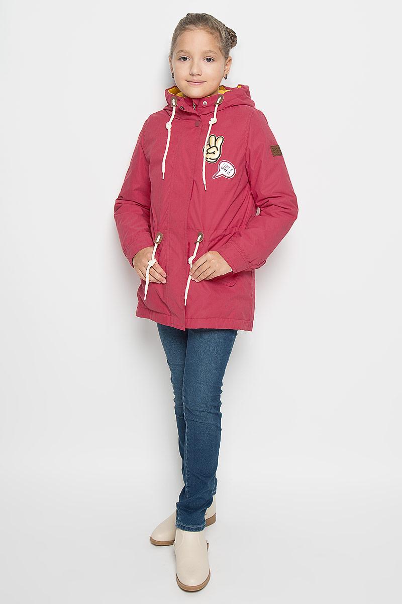 64052_BOG_вар.1Стильная куртка-парка Boom! идеально подойдет для вашей девочки в прохладное время года. Модель изготовлена из 100% полиэстера и оформлена спереди декоративными нашивками. Подкладка, выполненная из полиэстера с добавлением вискозы, приятная на ощупь. Куртка дополнена съемной подкладкой, которая фиксируется с помощью пуговиц. В качестве утеплителя используется синтепон - 100% полиэстер. Куртка с капюшоном застегивается на застежку-молнию и оснащена ветрозащитным клапаном на кнопках и застежках-липучках. Капюшон дополнен затягивающимся шнурком. Изделие дополнено спереди двумя прорезными карманами, оформленными декоративными клапанами с кнопками. На талии куртка затягивается на шнурок-кулиску. Манжеты рукавов дополнены застежками-кнопками. Нижняя часть спинки оформлена декоративным разрезом и фирменной светоотражающей нашивкой, один из рукавов - фирменной нашивкой. Такая стильная куртка-парка станет прекрасным дополнением к гардеробу вашей девочки, она...