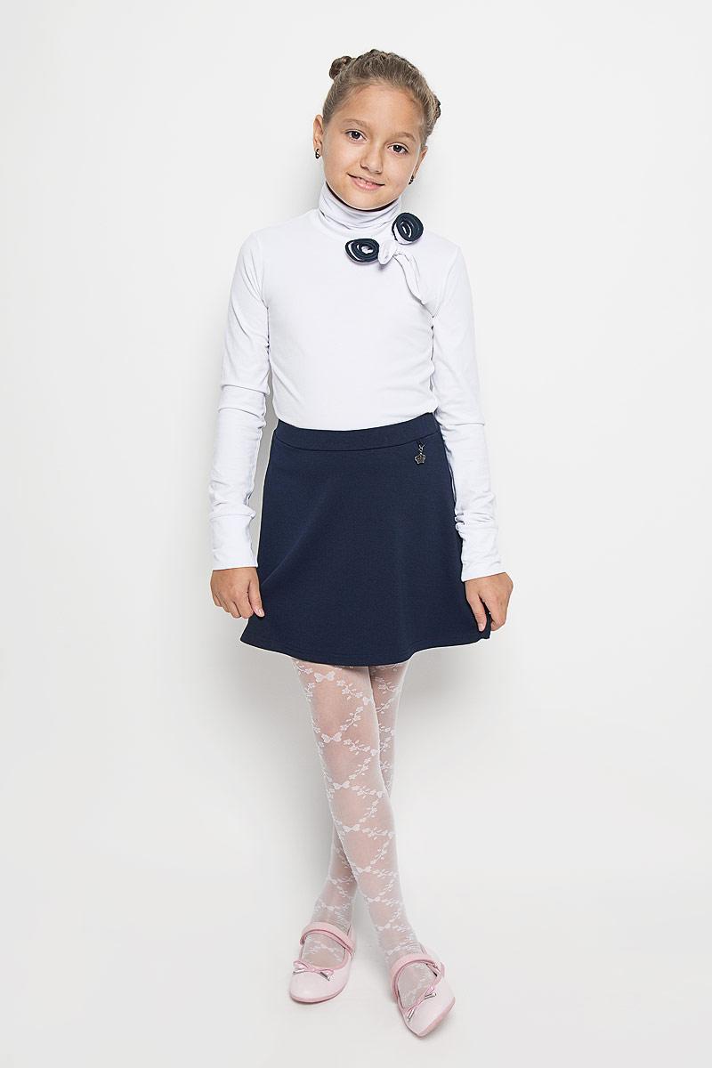 Юбка для девочки. SKk-618/128-6311SKk-618/128-6311Очаровательная юбка для девочки Sela идеально подойдет для школы. Изготовленная из высококачественного материала, она необычайно мягкая и приятная на ощупь, не сковывает движения и позволяет коже дышать, не раздражает даже самую нежную и чувствительную кожу ребенка, обеспечивая ему наибольший комфорт. Юбочка трапециевидного кроя на талии имеет широкую эластичную резинку, не сдавливающую животик ребенка. Спереди изделие оформлено металлической подвеской в виде короны. В сочетании с любым верхом, эта юбка выглядит красиво, и очень эффектно.