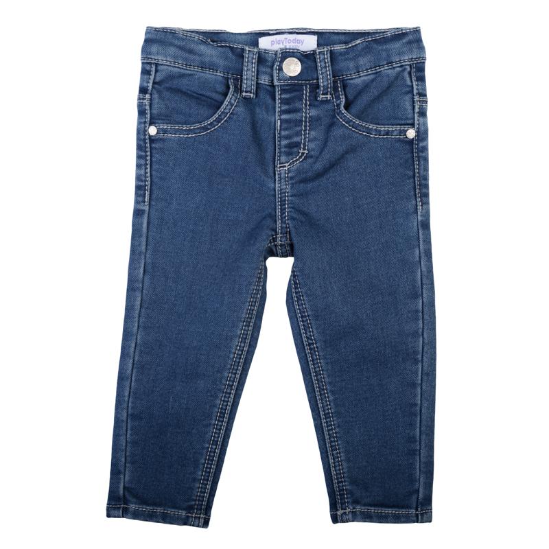 Джинсы368010Стильные джинсы для девочки выполнены из мягкого трикотажного полотна. Модель зауженного кроя застегивается на кнопку и имеет эластичный пояс со шлевками для ремня. дополнено четырьмя функциональными карманами: двумя втачными спереди и двумя накладными сзади.