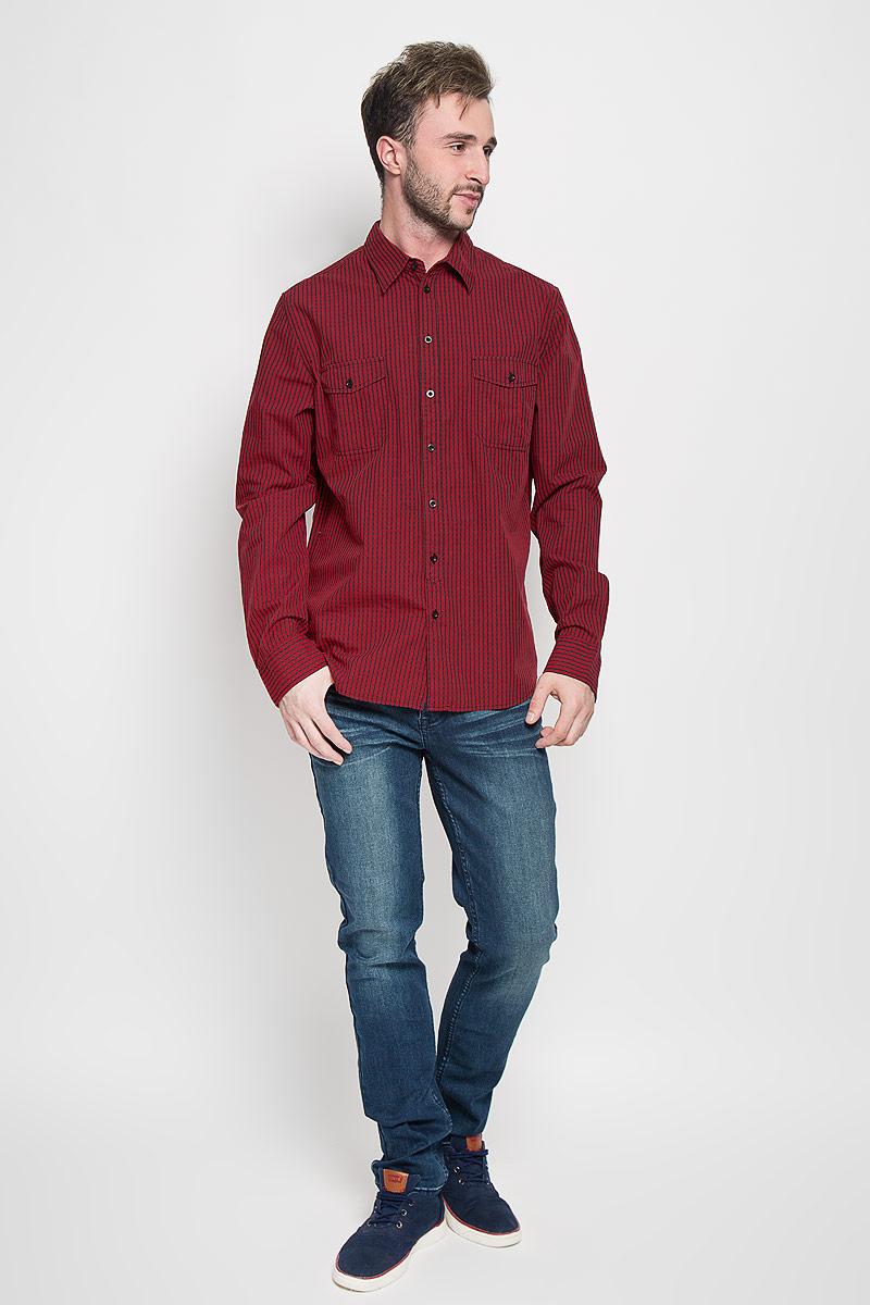 H-212/703-6382Стильная мужская рубашка Sela, выполненная из натурального хлопка, обладает высокой теплопроводностью, воздухопроницаемостью и гигроскопичностью, позволяет коже дышать, тем самым обеспечивая наибольший комфорт при носке. Модель классического кроя с отложным воротником застегивается на пуговицы по всей длине. Длинные рукава рубашки дополнены манжетами на пуговицах. Рубашка оформлена принтом в мелкую клетку. На груди модель дополнена двумя накладными карманами на пуговицах. Такая рубашка подчеркнет ваш вкус и поможет создать великолепный стильный образ.