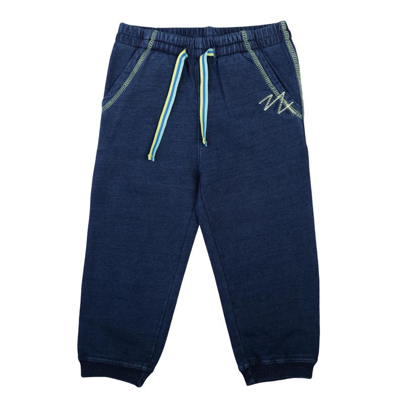 Брюки367014Мягкие брюки из футера с имитацией денима. Пояс на резинке, дополнительно регулируется яркой трехцветной тесьмой. Есть два функциональных кармана. Контрастная салатовая стежка.