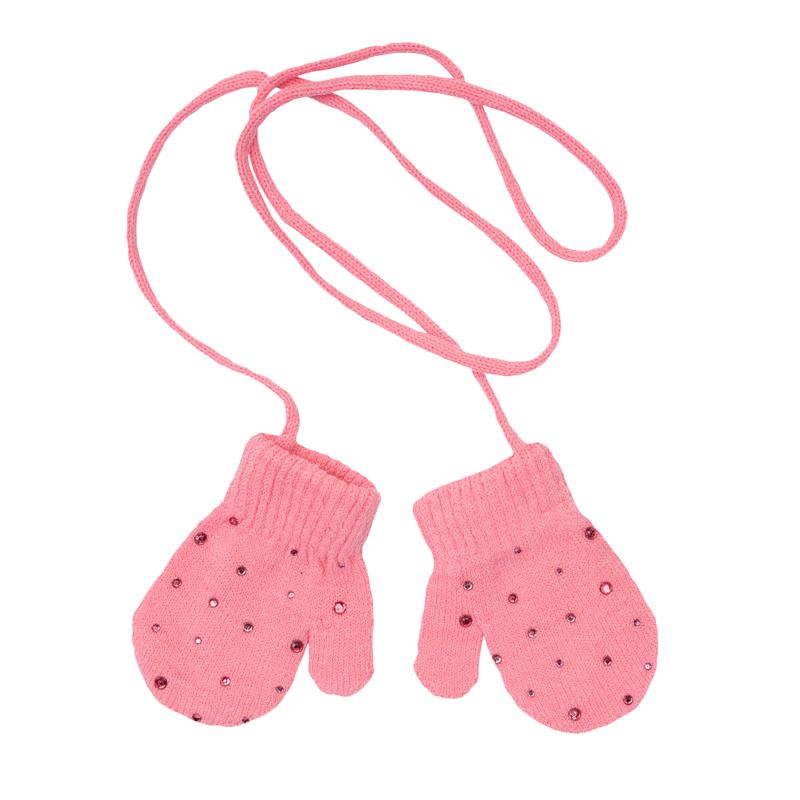 Варежки для девочки. 368033368033Уютные варежки из вязаного трикотажа. На веревочке, чтобы не терялись. Украшены россыпью блестящих страз.