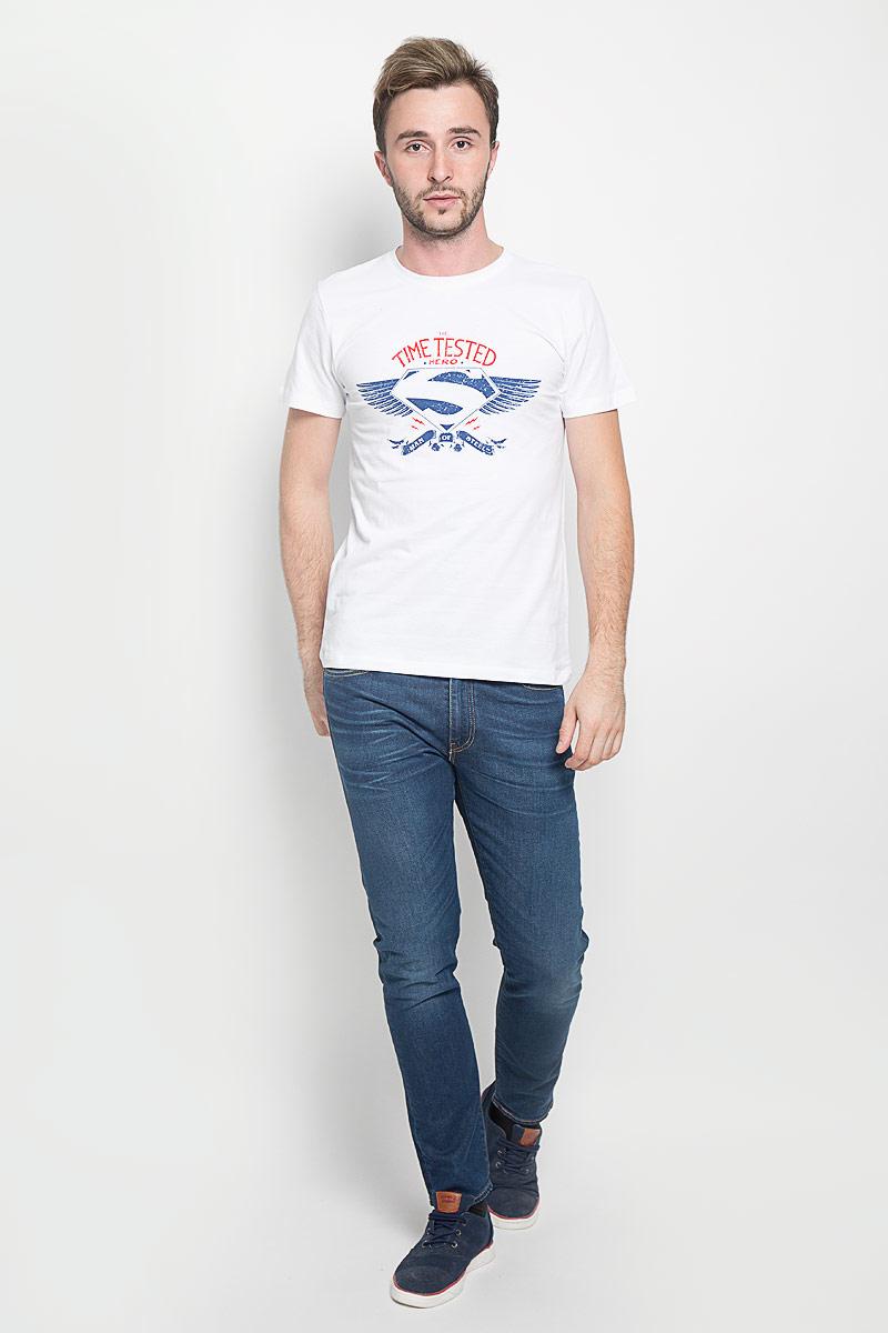Футболка44666Мужская футболка RHS Superman поможет создать отличный современный образ в стиле Casual. Модель, изготовленная из натурального хлопка, очень мягкая, тактильно приятная, не сковывает движения и позволяет коже дышать. Футболка с круглым вырезом горловины и короткими рукавами оформлена спереди буквенным принтом и логотипом Супермена. Вырез горловины дополнен трикотажной резинкой. Такая футболка станет стильным дополнением к вашему гардеробу, она подарит вам комфорт в течение всего дня!