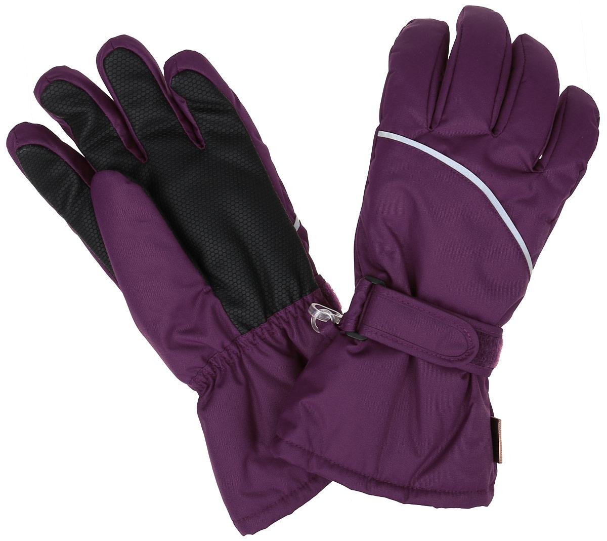 Перчатки детские. 527257527257-4900Детские перчатки Reimatec, изготовленные из мембранной ткани с водо- и ветрозащитным покрытием, станут идеальным вариантом для холодной зимней погоды. На подкладке используется мягкий полиэстер с добавлением шерсти, который хорошо удерживает тепло. Для большего удобства на запястьях перчатки дополнены хлястиками на липучках с внешней стороны, а на ладошках, кончиках пальцев и с внутренней стороны большого пальца - усиленными вставками Hipora. Манжеты по краю регулируются эластичными кулисками со стопперами. С внешней стороны перчатки оформлены светоотражающими нашивками. Идеально при температурах от 0°С до -20°С. Перчатки станут идеальным вариантом для прохладной погоды, в них ребенку будет тепло и комфортно.