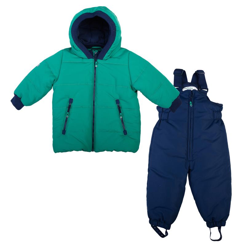 367001Теплый комплект из стеганой куртки и полукомбинезона. Куртка яркого изумрудно-зеленого цвета. Удобно застегивается на молнию. Внутри уютная хлопковая подкладка. Рукава и капюшон на мягкой трикотажной резинке для защиты от ветра. Есть два функциональных кармана на молнии и светоотражатели. Украшена шевроном с динозавриком. Полукомбинезон застегивается на молнию. Бретели регулируются по длине, низ штанишек на резинке. Внутри мягкая хлопковая подкладка.