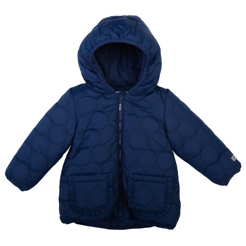 Куртка368002Стильная куртка для девочки PlayToday Baby идеально подойдет вашей маленькой моднице для прогулок в прохладную погоду. Модель изготовлена из полиэстера, имеет подкладку из хлопка с добавлением полиэстера, благодаря чему она необычайно мягкая и приятная на ощупь, не сковывает движения малышки и великолепно отводит влагу, не раздражает даже самую нежную и чувствительную кожу ребенка, обеспечивая наибольший комфорт. В качестве утеплителя используется 100% полиэстер. Куртка с несъемным капюшоном застегивается на пластиковую застежку-молнию. По бокам модель дополнена двумя накладными кармашками. Манжеты рукавов и низ модели дополнены узкими манжетами. На рукаве и на спинке расположены светоотражающие логотипы бренда. Куртка оформлена оригинальным стеганым узором. Оригинальный современный дизайн и модная расцветка делают эту куртку модным и стильным предметом детского гардероба. В ней ваша дочурка будет чувствовать себя уютно и комфортно и всегда будет в центре внимания!