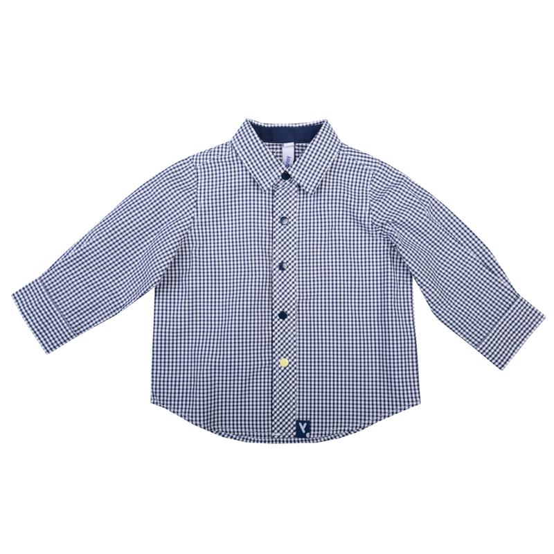 367012Стильная сорочка в мелкую темно-синюю клетку. Застегивается на кнопки. Классический отложной воротничок. Манжеты на двух кнопках - темно-синей и контрастной ярко-желтой.