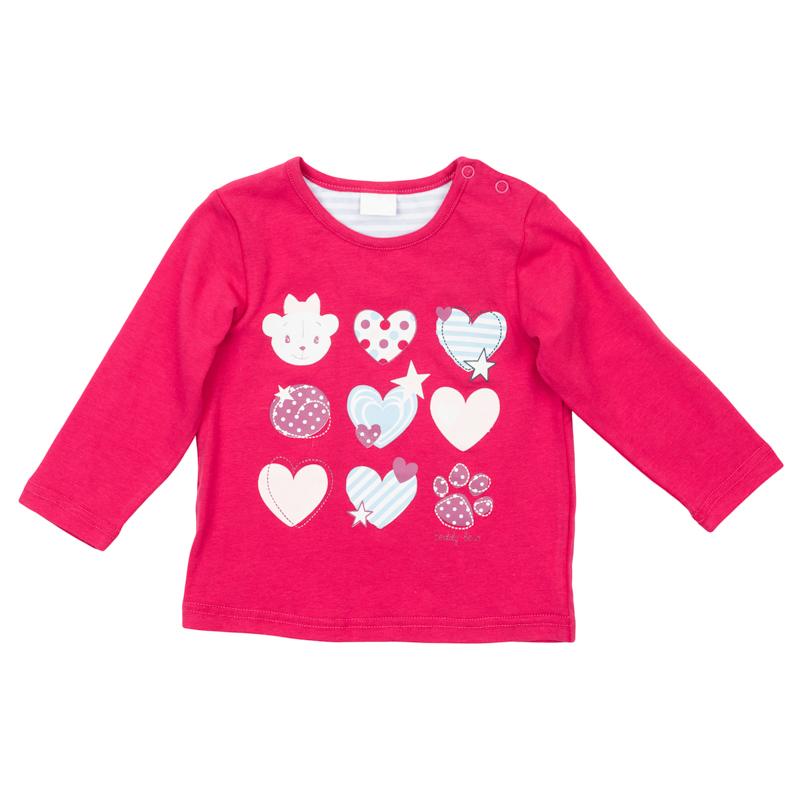 368068Уютная хлопковая футболка с длинными рукавами. Украшена нежным принтом с сердечками. Застегивается на кнопки на плече, чтобы ее удобно было снимать.