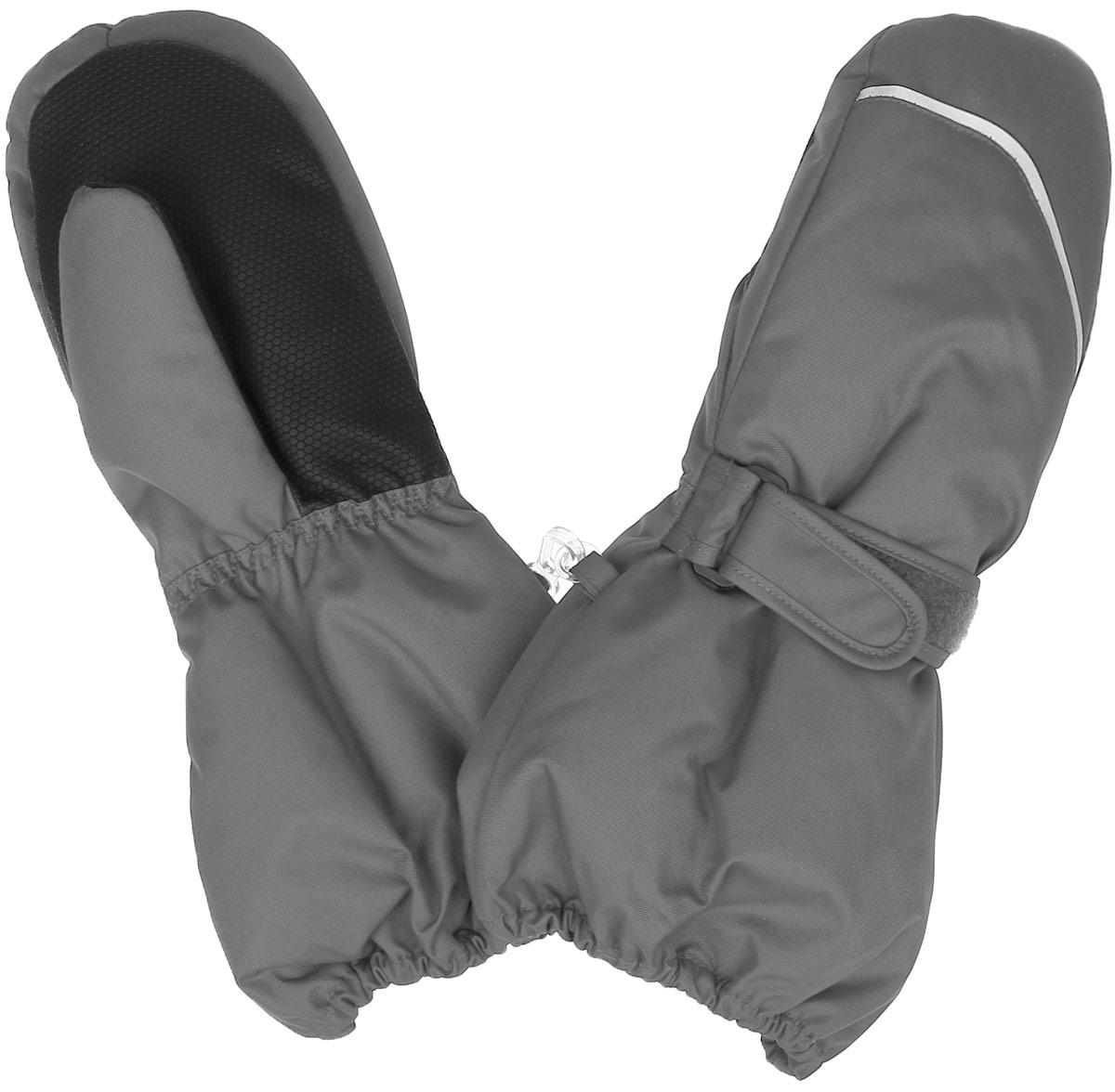 527256_4900Теплые варежки Reima Tomino с высокой степенью утепления, идеально подойдут для прогулок и игр на свежем воздухе! Варежки изготовлены из водонепроницаемой и ветрозащитной мембранной ткани, утеплитель Reima Comfort - 80 г/м.кв. Благодаря специальной обработке полиуретаном поверхность изделия отталкивает грязь и воду, что облегчает поддержание аккуратного вида. Дышащий материал хорошо пропускает воздух, обеспечивая комфорт при носке. Варежки на теплой подкладке, дополнены длинными широкими манжетами, а также эластичной резинкой на запястье и по краю изделия. С внешней стороны варежки дополнены хлястиками на липучках. Предусмотрены светоотражающие вставки для безопасности в темное время суток. Оригинальный дизайн и модная расцветка делают эти варежки модным и стильным предметом детского гардероба. В них ваш ребенок будет чувствовать себя уютно и комфортно и всегда будет в центре внимания! Температурный режим от 0С до -25С