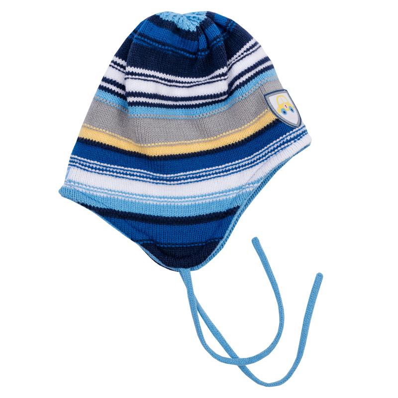 Шапка детская367813Теплая двухслойная шапочка из вязаного трикотажа. Украшена рисунком в цветную полоску и нашивкой. Есть завязки.