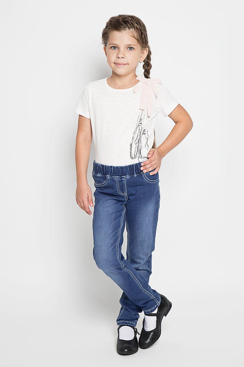 Джинсы362021Удобные джинсы PlayToday для девочки идеально подойдут вашей маленькой моднице. Изготовленные из эластичного хлопка, они мягкие и приятные на ощупь, не сковывают движения, сохраняют тепло и позволяют коже дышать, обеспечивая наибольший комфорт. Уютные джинсы с имитацией денима. Пояс на мягкой резинке. Сзади оформлены функциональными карманами с вышивкой. Практичные и стильные джинсы идеально подойдут вашей малышке, а модная расцветка и высококачественный материал позволят ей комфортно чувствовать себя в течение дня!