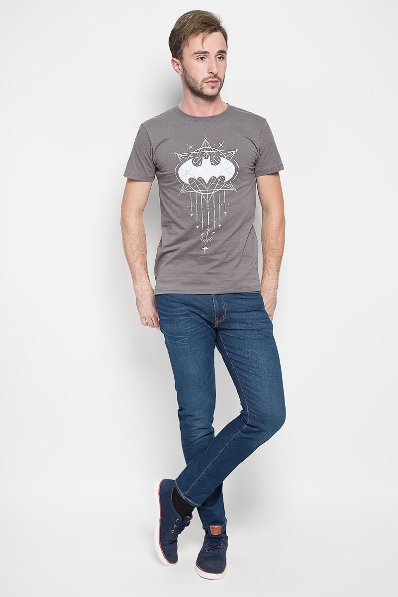 44641Оригинальная мужская футболка RHS Batman, выполненная из высококачественного хлопка, обладает высокой теплопроводностью, воздухопроницаемостью и гигроскопичностью, позволяет коже дышать. Модель с короткими рукавами и круглым вырезом горловины, оформлена крупным принтом спереди на тематику известного комикса Batman. Горловина дополнена эластичной трикотажной резинкой. Идеальный вариант для тех, кто ценит комфорт и качество.