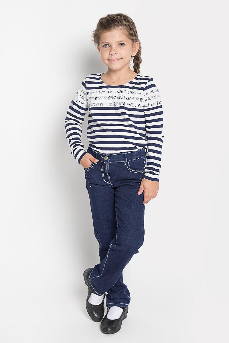 Джинсы362011Удобные джинсы PlayToday для девочки идеально подойдут вашей маленькой моднице. Изготовленные из эластичного хлопка, они мягкие и приятные на ощупь, не сковывают движения, сохраняют тепло и позволяют коже дышать, обеспечивая наибольший комфорт. Уютные джинсы с застежкой молнией и пуговицей. Пояс регулируется вшитой резинкой. Спереди и сзади модель дополнена функциональными карманами, также имеется маленький потайной карманчик. Изделие украшено блестящими стразами. Практичные и стильные джинсы идеально подойдут вашей малышке, а модная расцветка и высококачественный материал позволят ей комфортно чувствовать себя в течение дня!