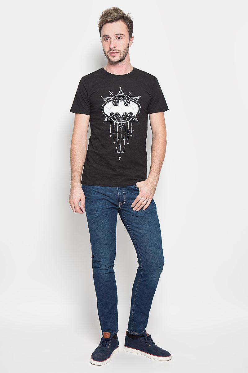 Футболка44641Оригинальная мужская футболка RHS Batman, выполненная из высококачественного хлопка, обладает высокой теплопроводностью, воздухопроницаемостью и гигроскопичностью, позволяет коже дышать. Модель с короткими рукавами и круглым вырезом горловины, оформлена крупным принтом спереди на тематику известного комикса Batman. Горловина дополнена эластичной трикотажной резинкой. Идеальный вариант для тех, кто ценит комфорт и качество.