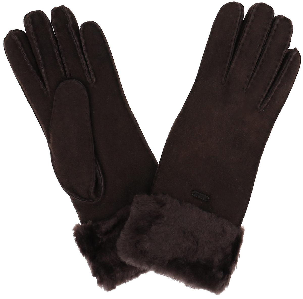 25.2-2 chocolatПрекрасные теплые женские перчатки торговой марки Fabretti - незаменимый аксессуар зимнего гардероба. Модель выполнена из натуральной кожи с меховыми манжетами. На лицевой стороне перчатки декорированы пластиной с логотипом бренда. Края перчаток обработаны наружными ручными швами. Великолепные перчатки Fabretti не только согреют пальчики, но и дополнят ваш образ в качестве эффектного аксессуара.