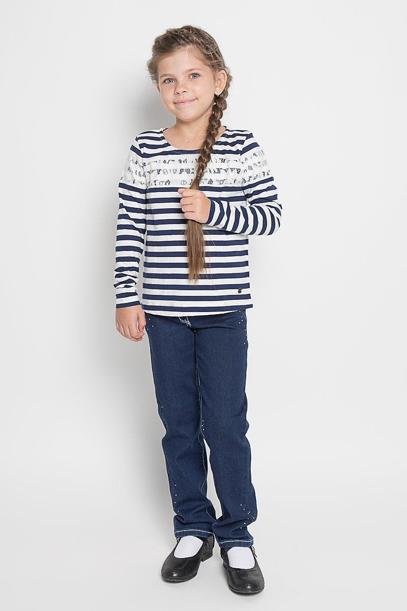 Футболка с длинным рукавом1034560.40.81_6814Яркий лонгслив для девочки Tom Tailor, выполненный из мягкого эластичного хлопка, идеально подойдет для повседневной носки. Материал изделия тактильно приятный, не сковывает движения и хорошо пропускает воздух, обеспечивая комфорт. Модель с круглым вырезом горловины и длинными стандартными рукавами имеет прямой силуэт. Изделие выполнено в стиле морячки и дополнено гипюровыми вставками. Дизайн и расцветка делают лонгслив стильным предметом детской одежды, он поможет создать отличный современный образ.