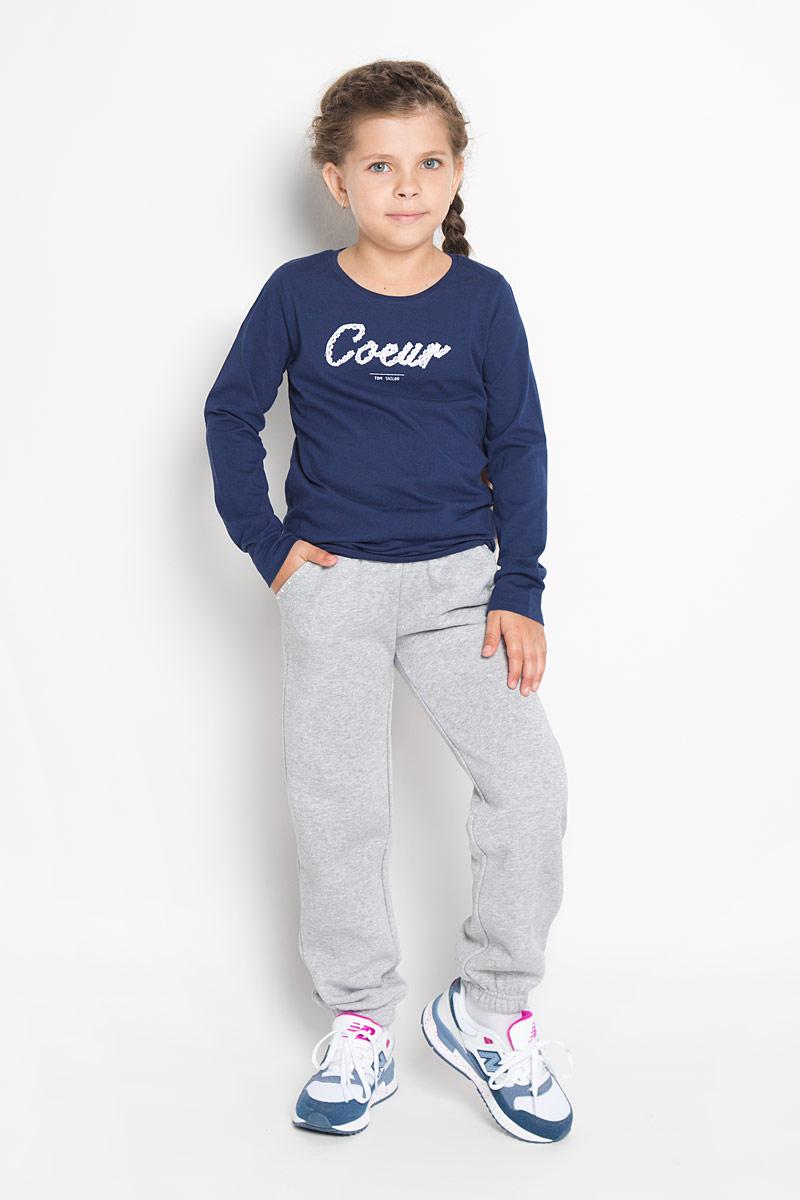 Брюки спортивные362159Красивые спортивные брюки для девочки PlayToday идеально подойдут вашей маленькой моднице. Изготовленные из хлопка с добавлением полиэстера, они очень мягкие и приятные на ощупь, не сковывают движения, обеспечивая комфорт. Изнаночная сторона с теплым начесом. Брюки дополнены в поясе мягкой резинкой, которая регулируется тесьмой. Спереди расположены два втачных кармана. Низ брючин собран на эластичные резинки. Изделие украшено нежными жемчужными стразами по линии карманов и кружевными вставками. Люрексная нить придает мерцающий эффект. Современный дизайн и расцветка делают эти брюки модным и стильным предметом детского гардероба. В них ваша принцесса всегда будет в центре внимания!