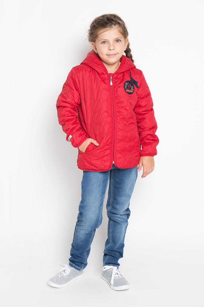 Куртка362002Яркая, стеганая куртка для девочки PlayToday идеально подойдет для ребенка в прохладное время года. Куртка изготовлена из водоотталкивающей и ветрозащитной ткани и утеплена синтепоном (100% полиэстер). В качестве подкладки используется теплый флис. Куртка с капюшоном застегивается на пластиковую застежку-молнию и дополнительно имеет внутренний ветрозащитный клапан, а также защиту подбородка. Модель спереди дополнена втачными карманами, а сзади небольшой эластичной вставкой. Край капюшона, низ рукавов и низ изделия обработаны эластичной бейкой для лучшей защиты от ветра. Куртка оформлена оригинальной нашивкой и небольшим бантиком. В такой куртке ваша маленькая принцесса будет чувствовать себя комфортно, уютно и всегда будет в центре внимания!