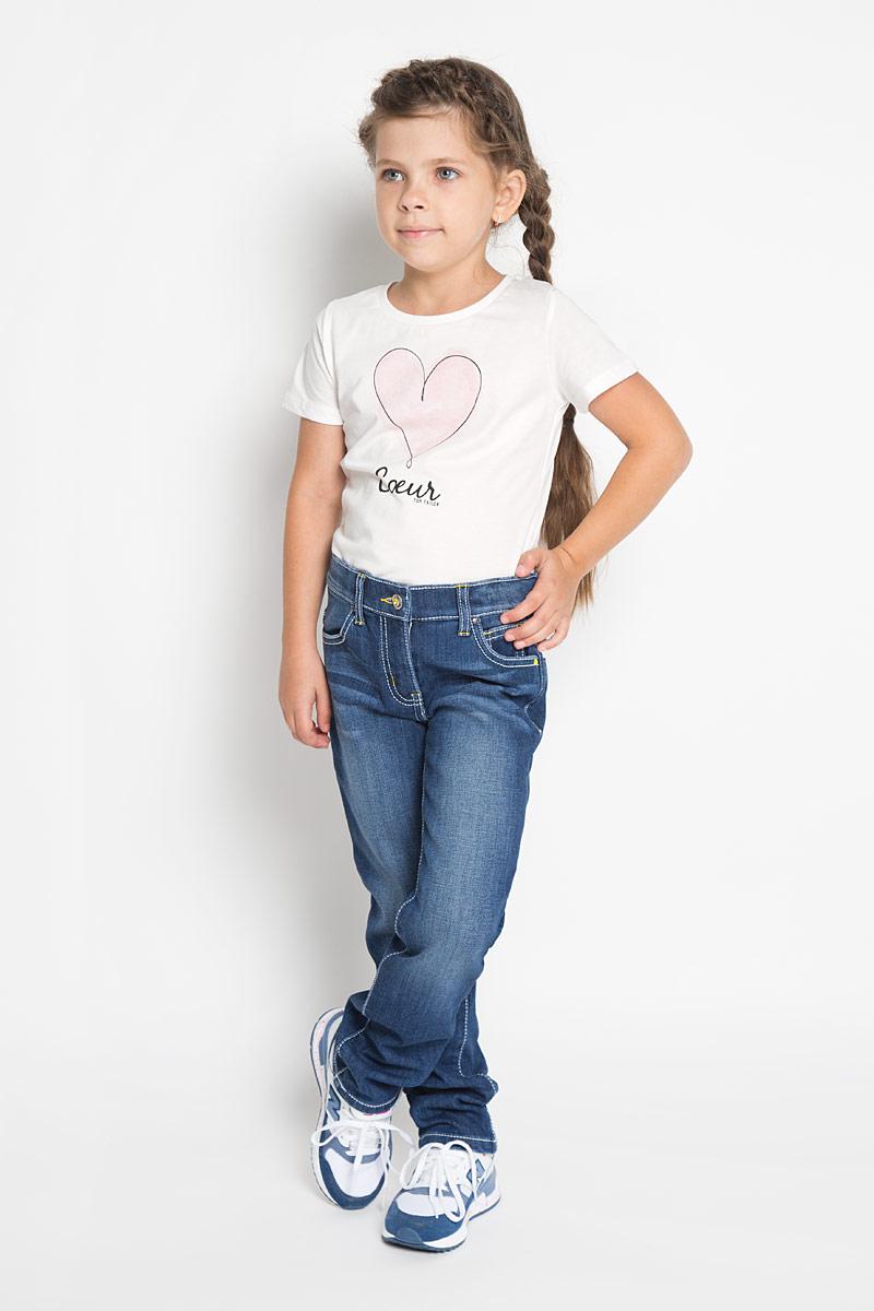 Джинсы362170Стильные утепленные джинсы PlayToday станут отличным дополнением к гардеробу вашей девочке. Изготовленные из хлопка и вискозы с добавлением полиэстера и эластана, они необычайно мягкие и приятные на ощупь, не сковывают движения и позволяют коже дышать, не раздражают даже самую нежную и чувствительную кожу ребенка. Мягкая флисовая подкладка обеспечит тепло и комфорт. Джинсы прямого кроя застегиваются на металлическую пуговицу в поясе и ширинку на застежке-молнии. С внутренней стороны пояс дополнен регулируемой эластичной резинкой на пуговицах, которая позволяет подогнать модель по фигуре. На поясе предусмотрены шлевки для ремня. Джинсы имеют классический пятикарманный крой: спереди модель оформлена двумя втачными карманами и одним маленьким накладным кармашком, а сзади - двумя накладными карманами. Модель оформлена контрастной прострочкой, перманентными складками и эффектом потертости. Задняя часть пояса оформлена нашивкой, украшенной пайетками. Современный дизайн...