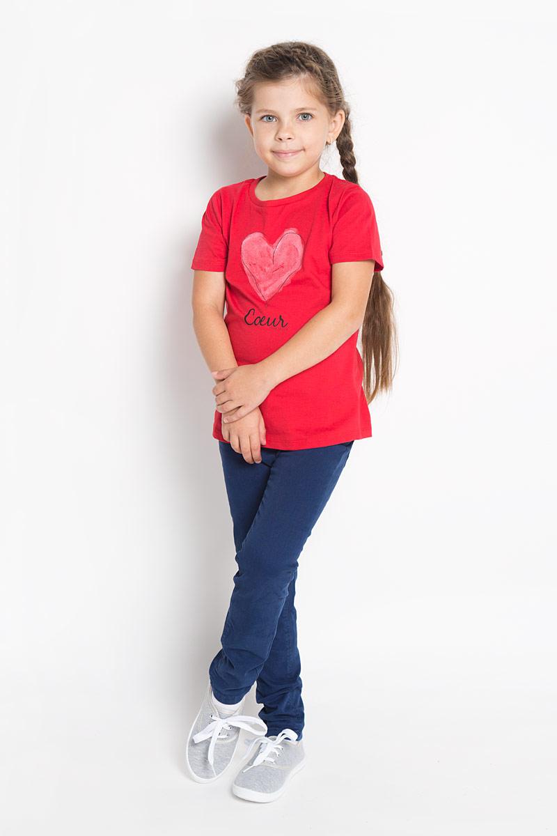Джинсы6204579.00.81Стильные джинсы для девочки Tom Tailor идеально подойдут вашей маленькой принцессе для отдыха и прогулок. Изготовленные из хлопка с добавлением эластана, они необычайно мягкие и приятные на ощупь, не сковывают движения малышки и позволяют коже дышать, не раздражают даже самую нежную и чувствительную кожу ребенка, обеспечивая ему наибольший комфорт. Джинсы на талии застегиваются на металлическую пуговицу, также имеются шлевки для ремня и ширинка на металлической застежке-молнии. С внутренней стороны пояс регулируется резинкой на пуговицах. Модель имеет спереди два втачных кармашка, а сзади - два накладных кармана в форме сердечек. Оригинальный современный дизайн и модная расцветка делают эти джинсы модным и стильным предметом детского гардероба. В них ваша маленькая модница всегда будет в центре внимания!