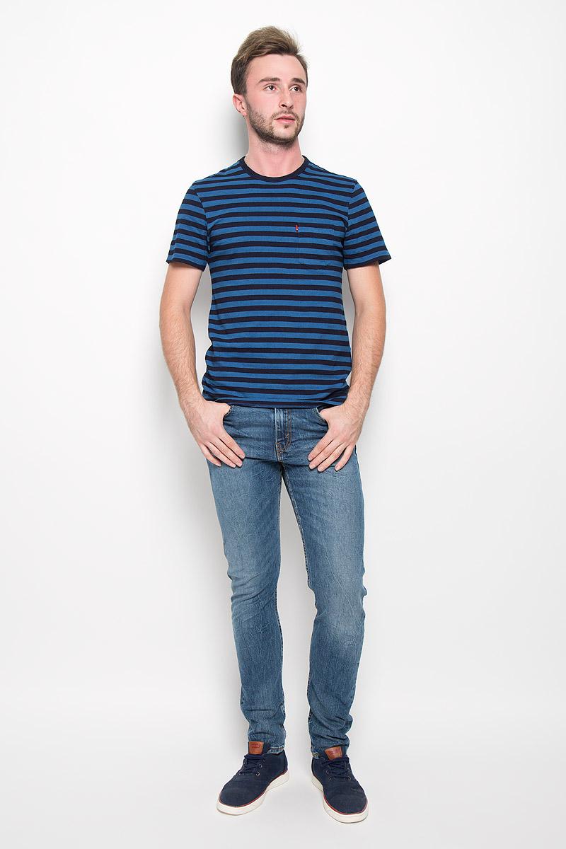 1579800860Стильная мужская футболка прямого кроя Levis® обеспечивает наибольший комфорт и свободу движений в повседневной носке. Изделие свободного кроя с круглым вырезом горловины и короткими рукавами подарит вам удобство и комфорт. Натуральный хлопок обеспечивает оптимальный микроклимат. Модель декорирована спереди небольшим накладным карманом. Такая футболка послужит замечательным дополнением к вашему гардеробу.