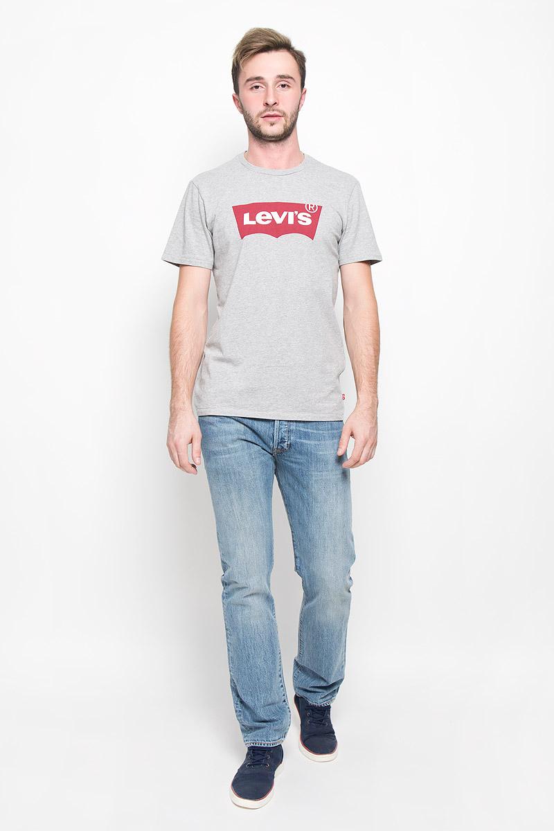 Футболка1778301380Стильная мужская футболка прямого покроя Levis®, выполненная из 100% хлопка, обладает высокой теплопроводностью, воздухопроницаемостью и гигроскопичностью, позволяет коже дышать. Модель с короткими рукавами и круглым вырезом горловины - идеальный вариант для создания образа в стиле Casual. Футболка оформлена контрастным принтом с изображением логотипа Levis®. Такая модель подарит вам комфорт в течение всего дня и послужит замечательным дополнением к вашему гардеробу.