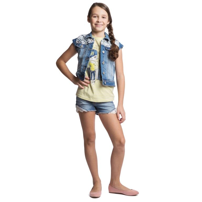 Жилет для девочки. 164052164052Модный джинсовый жилет для девочки Scool идеально подойдет вашей малышке и станет отличным дополнением к детскому гардеробу. Изготовленный из высококачественного материала, он мягкий и приятный на ощупь, не сковывает движения и позволяет коже дышать, не раздражает нежную кожу ребенка, обеспечивая ему наибольший комфорт. Модель с отложным воротником оформлена контрастной отстрочкой и кружевами. Застегивается жилет на металлические пуговицы. Спереди изделие дополнено двумя втачными карманами с клапанами на пуговицах. В таком жилете ваша дочурка будет чувствовать себя комфортно, уютно и всегда будет в центре внимания!