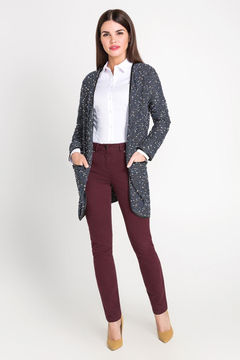 40200260081_200Классическая рубашка выполнена из хлопковой эластичной ткани. Модель приталенного кроя с отложным воротником и длинными стандартными рукавами.