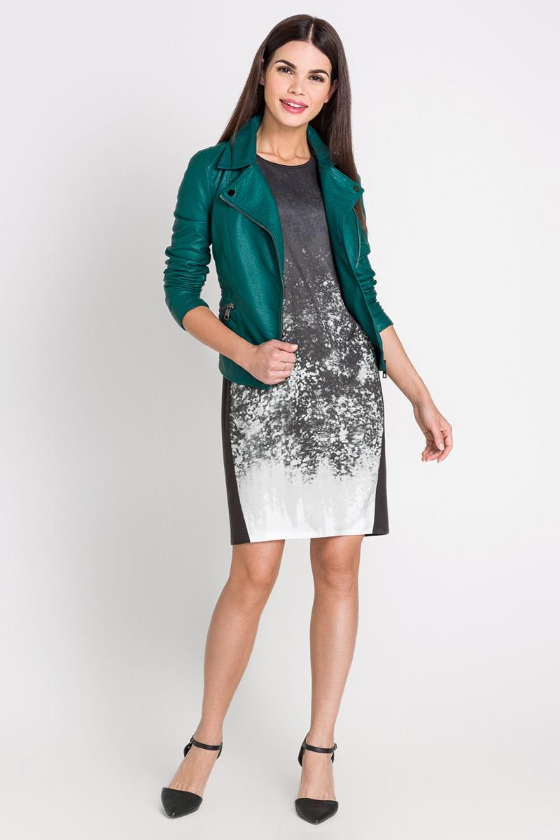 40200200191_1900Платье Bestia Mandarin_b выполнено из высококачественного комбинированного материала. Платье-миди свободного кроя имеет круглый вырез горловины и короткие рукава-кимоно. Перед модели оформлен оригинальным принтом.