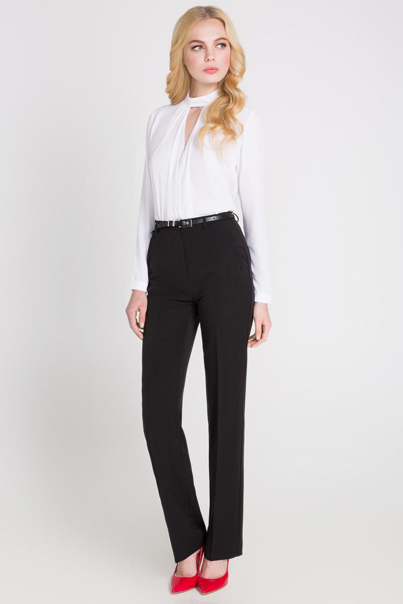 Блузка10200260085_200Женская блузка выполнена из полиэстера. Модель декорирована защипами и V-образным вырезом на груди. Изделие прямого кроя с воротником-стойкой, манжетами с отворотами и застежкой-молнией сзади.