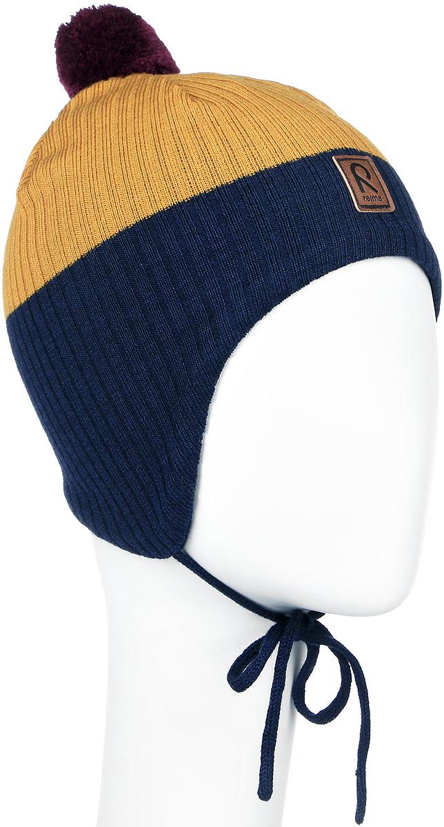 518355_2500Детская шапка Reima Majava прекрасно подойдет для прогулок в прохладную погоду. Шапка выполнена из шерсти и акрила, она мягкая и приятная на ощупь, идеально прилегает к голове. Шапка дополнена помпоном на макушке и завязками, которые фиксируются под подбородком. Супер мягкая подкладка из 100% хлопка и ветронепроницаемые вставки в области ушей обеспечат комфорт во время веселых зимних прогулок. Спереди модель дополнена нашивкой с логотипом бренда. Такая шапка станет отличным дополнением к детскому гардеробу, в ней ребенку будет тепло, уютно и комфортно. Уважаемые клиенты! Размер, доступный для заказа, является обхватом головы.