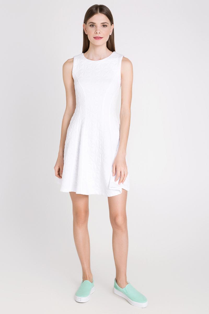 Платье10200200167_200Платье Concept Club Targ выполнено из полиэстера с добавлением вискозы и эластана. Платье-миди приталенного кроя имеет расклешенную юбку и круглый вырез горловины, а также застегивается на застежку-молнию расположенную в среднем шве спинки.