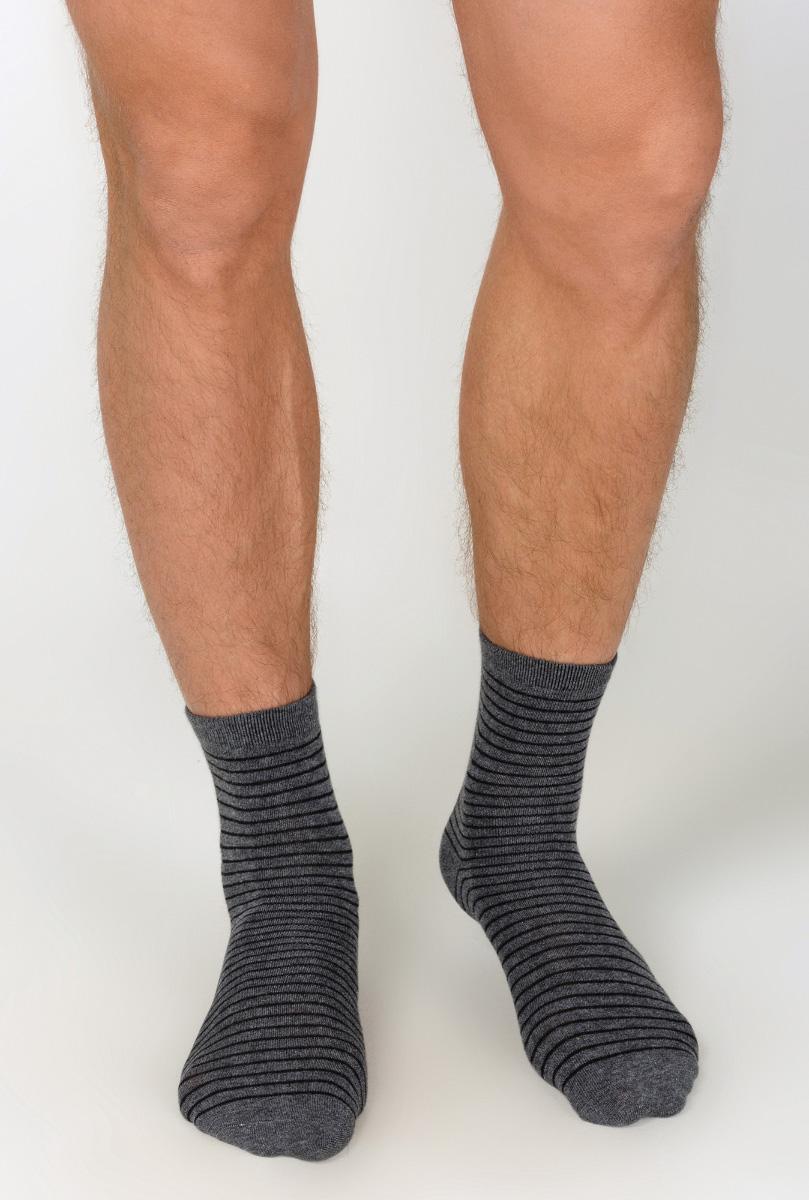 Носки33104420007_1900Мужские носки Im Infinityman Kilian изготовлены из высококачественного эластичного хлопка с добавлением полиамида. Удлиненные носки имеют эластичную резинку, которая надежно фиксирует носки на ноге. Носки оформлены контрастными полосками.