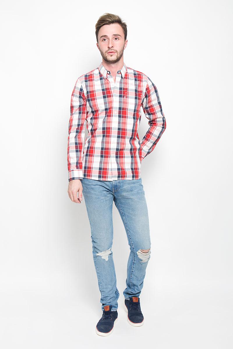 Рубашка6582402750Мужская рубашка Levis® поможет создать отличный современный образ в стиле Casual. Модель, изготовленная из натурального хлопка, очень мягкая и тактильно приятная, не сковывает движения. Рубашка прямого кроя с длинными рукавами и отложным воротником застегивается на пуговицы по всей длине. Модель оформлена принтом в клетку. На манжетах предусмотрены застежки-пуговицы. На груди модель дополнена накладным карманом. Такая модель будет дарить вам комфорт в течение всего дня и станет стильным дополнением к вашему гардеробу.