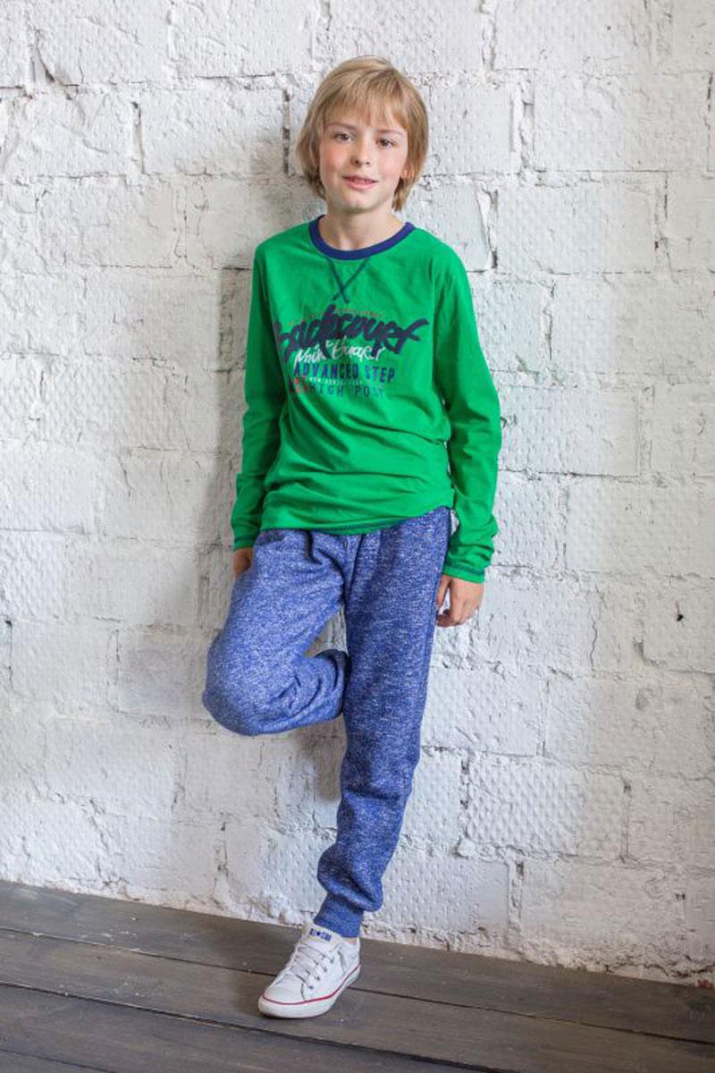 Брюки спортивные для мальчика. 186723186723Спортивные брюки для мальчика Luminoso идеально подойдут вашему ребенку для отдыха, прогулок и занятий спортом. Изготовленные из хлопка с добавлением полиэстера, они мягкие и приятные на ощупь, не сковывают движения и позволяют коже дышать, не раздражают даже самую нежную и чувствительную кожу ребенка, обеспечивая наибольший комфорт. Лицевая сторона гладкая, а изнаночная - с мягким теплым начесом. Брюки на талии имеют широкую эластичную резинку, регулируемую шнурком. Имеется имитация ширинки. Спереди предусмотрены два втачных кармашка. Снизу брючины дополнены широкими трикотажными манжетами. Оригинальный современный дизайн и модная расцветка делают эти брюки стильным предметом детского гардероба.