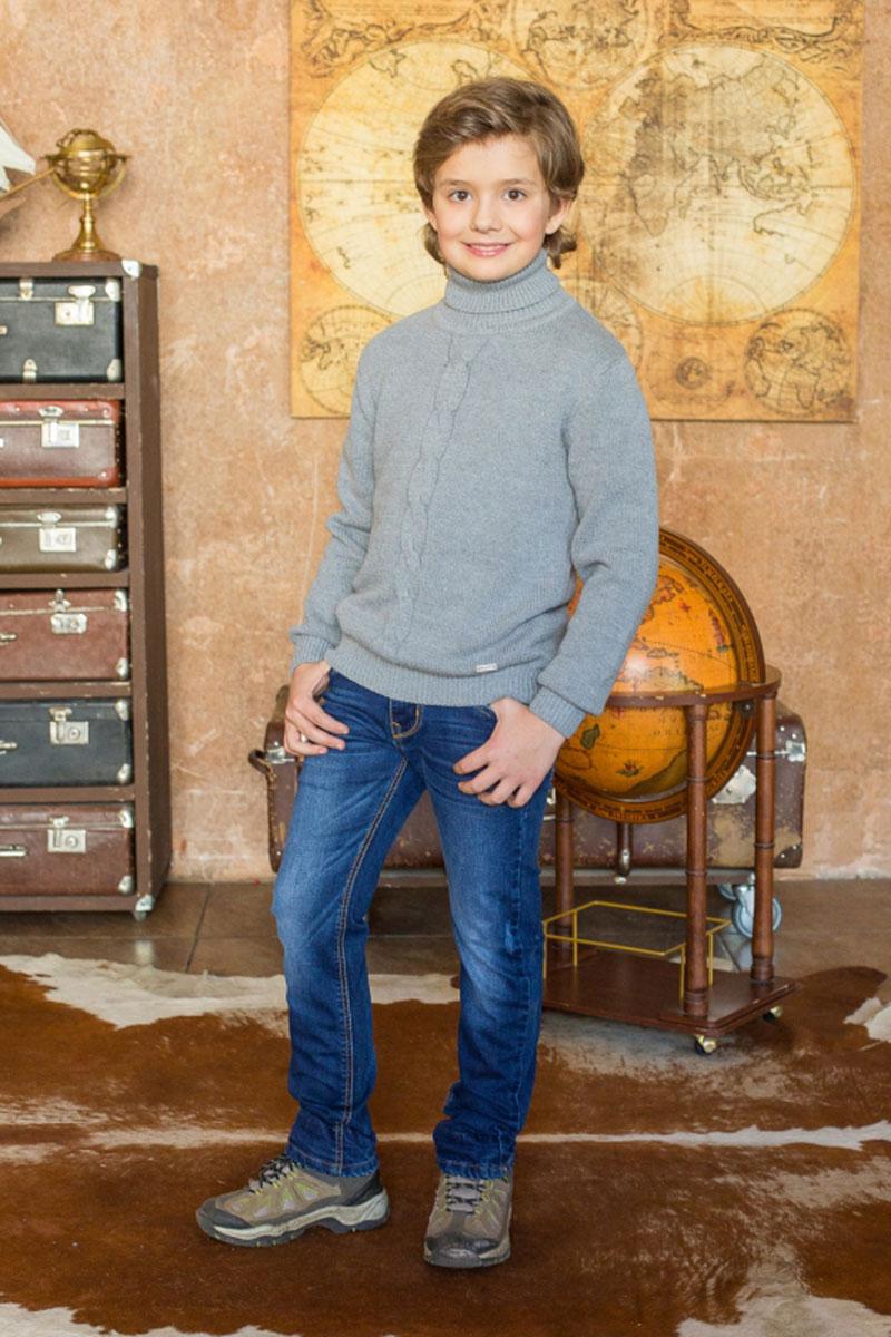 Свитер186714Теплый свитер для мальчика Luminoso идеально подойдет вашему ребенку в прохладные дни. Изготовленный из хлопковой пряжи с добавлением акрила, он необычайно мягкий и приятный на ощупь, не сковывает движения ребенка и хорошо сохраняет тепло, обеспечивая наибольший комфорт. Уютный вязаный свитер с длинными рукавами и высоким воротником-гольф оформлен спереди фактурной вязкой косичка. Манжеты рукавов, нижняя часть изделия и горловина связаны крупной резинкой. Низ изделия оформлен небольшим декоративным элементом в виде металлической пластины с названием бренда. Такой свитер послужит отличным дополнением к гардеробу вашего ребенка. В нем вашему маленькому мужчине будет уютно и тепло, и он всегда будет в центре внимания!