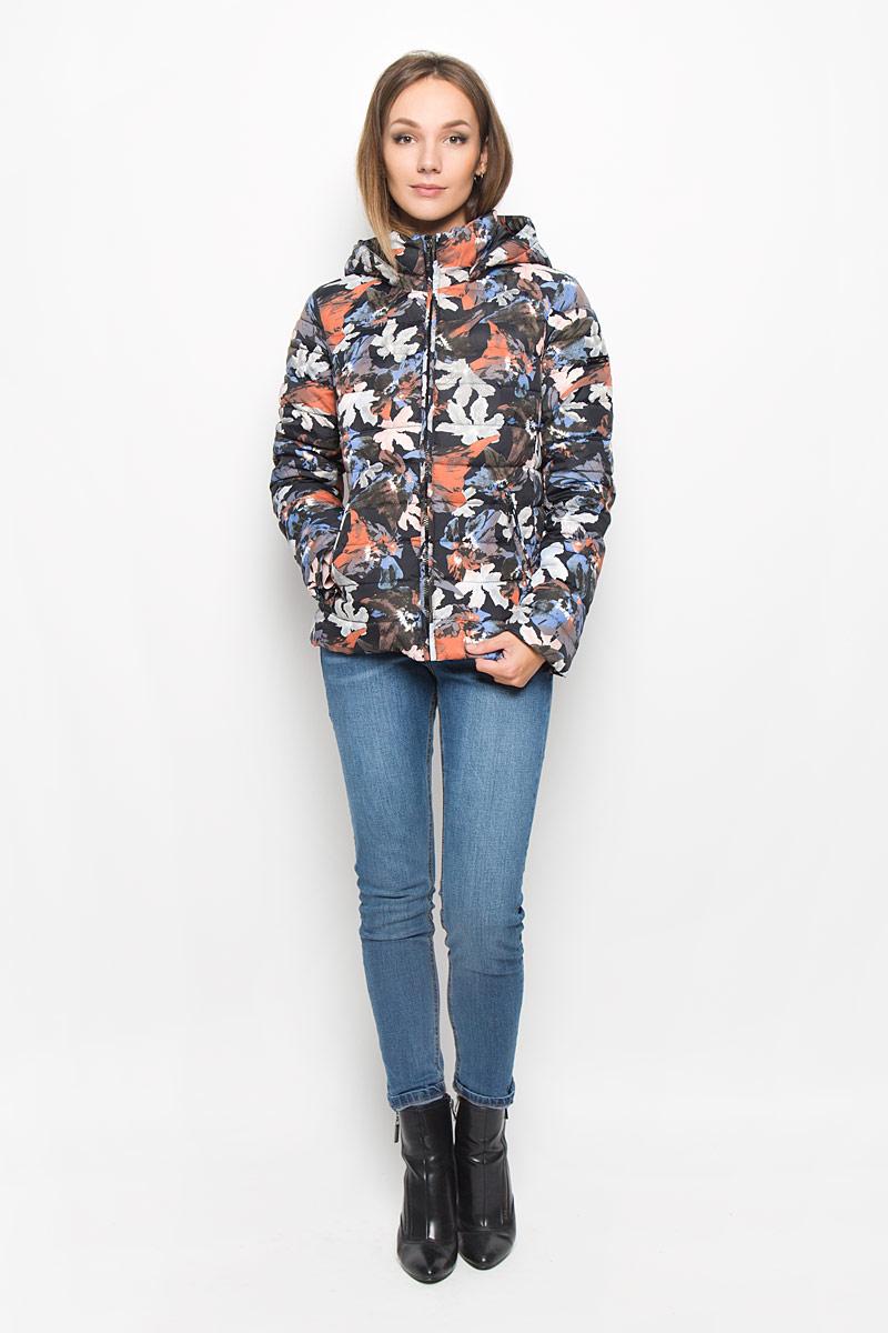 КурткаA16-12018_200Стеганая женская куртка Finn Flare выполнена из полиэстера с утеплителем из пуха и пера. Изделие дополнено подкладкой из полиэстера. Модель с длинными рукавами и воротником-стойкой. Застегивается куртка на застежку-молнию дополненную внутренним ветрозащитным клапаном. Изделие оформлено съемным капюшоном. Куртка дополнена двумя втачными карманами на застежках-молниях. Модель оформлена ярким принтом. Такая куртка станет стильным дополнением к вашему гардеробу, она подарит вам комфорт в течение всего дня!