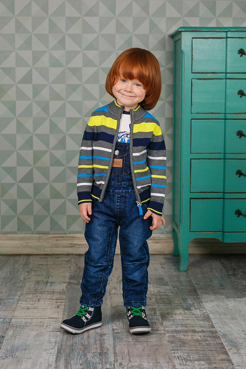 Кофта206102Уютная кофта Sweet Berry для мальчика изготовлена из вязаного трикотажа. Модель с воротником-стойкой, надежно защищающим от ветра, застегивается на застежку-молнию. Воротник, манжеты и низ кофты связаны резинкой.