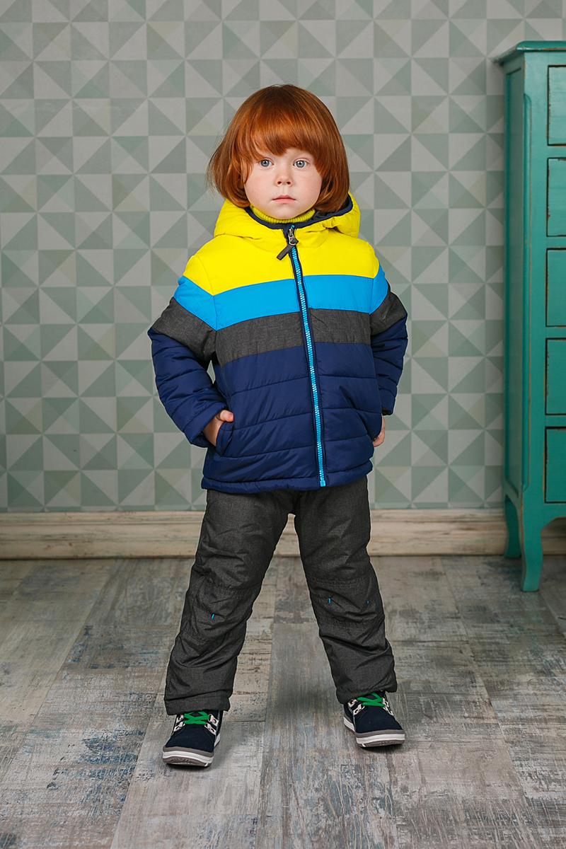 206100Теплая стеганая куртка Sweet Berry для мальчика выполнена из полиэстера. Куртка с капюшоном застегивается на застежку-молнию с защитой подбородка и имеет внутреннюю ветрозащитную планку. Капюшон дополнен эластичным кантом. Спереди располагаются два функциональных кармана.