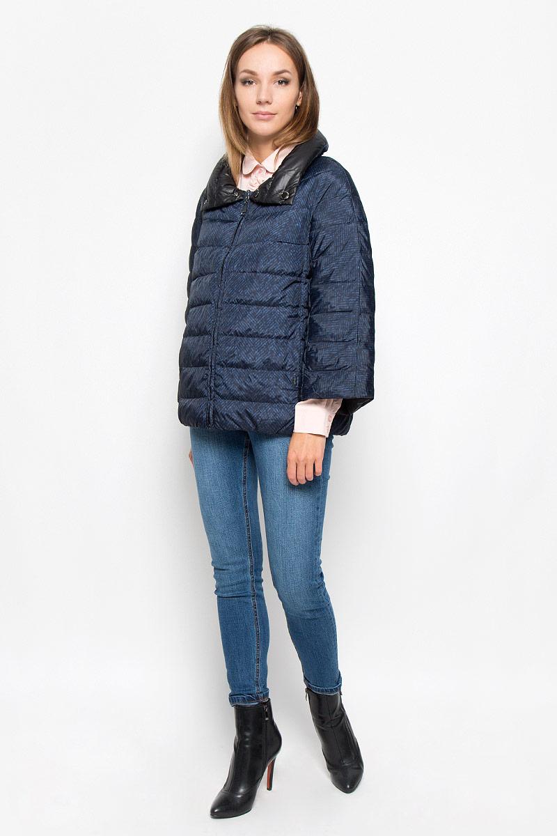 КурткаA16-32056_200Стильная женская куртка Finn Flare, выполненная из полиэстера на утеплителе из пуха, отлично подойдет для прохладной погоды. Модель с воротником-стойкой и рукавами длинной 7/8 спереди застегивается на застежку-молнию. По воротнику изделие застегивается на две кнопки. Изделие дополнено двумя прорезными карманами. На внутренней стороне изделия расположено два накладных кармана. Эта модная куртка послужит отличным дополнением к вашему гардеробу!