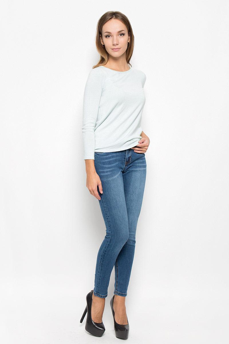 A16-11101_510Потрясающий женский пуловер Finn Flare, выполненный из вискозы с добавлением нейлона, поможет создать отличный современный образ в стиле Casual. Модель с круглым вырезом горловины и рукавами длинной 7/8. Изделие оформлено металлической нашивкой с названием бренда. В таком пуловере вы будете выглядеть эффектно и стильно.