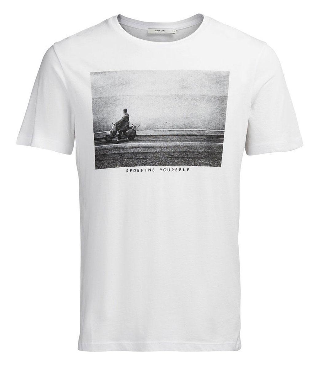 Футболка12109962_WhiteМужская футболка Jack & Jones с короткими рукавами и круглым вырезом горловины выполнена из натурального хлопка. Футболка украшена крупным принтом с изображением черно-белой фотографии и надписи Redefine Yourself спереди.