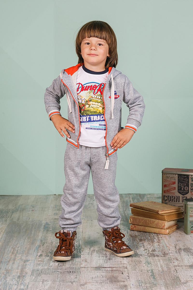 206123Спортивный костюм для мальчика Sweet Berry состоит из толстовки и брюк. Костюм изготовлен из высококачественного материала. Толстовка с капюшоном и длинными рукавами застегивается на молнию, дополнена двумя боковыми карманами. Манжеты и низ модели выполнены из трикотажной резинки. Спортивные брюки прямого кроя в поясе имеют широкую эластичную резинку, регулируемую шнурком.