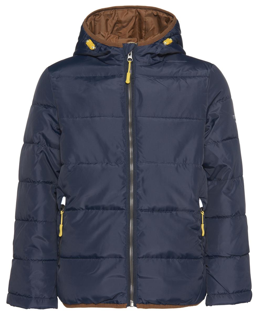 3532758.00.30_6800Куртка для мальчика Tom Tailor дополнит образ юного модника в прохладную погоду. Куртка изготовлена из водоотталкивающего материала. Подкладка выполнена из теплого и мягкого флиса. В качестве утеплителя используется полиэстер. Куртка с несъемным капюшоном застегивается на пластиковую молнию с защитой подбородка. Модель имеет внутреннюю ветрозащитную планку. На рукавах предусмотрены мягкие манжеты из флиса, защищающие от проникновения холодного воздуха. Края капюшона и низ изделия дополнены эластичной окантовкой. Спереди расположены два удобных прорезных кармана на застежках-молниях. Куртка имеет с внутренней стороны накладной карман на застежке-липучке. На рукаве изделие украшено фирменной нашивкой и принтовыми надписями. Светоотражающие элементы не оставят вашего ребенка незамеченным в темное время суток. Стильная модель великолепно выглядит на прогулке, в школе или на активном отдыхе!
