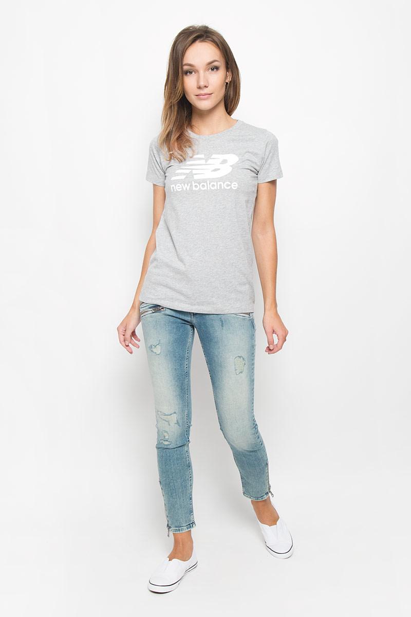 ФутболкаWT53860/AGСтильная женская футболка New Balance, выполненная из хлопка с добавлением полиэстера, поможет создать отличный современный образ в стиле Casual. Футболка с круглым вырезом горловины и короткими рукавами. Модель оформлена термоаппликацией в виде фирменного логотипа. Такая футболка станет стильным дополнением к вашему гардеробу, она подарит вам комфорт в течение всего дня!