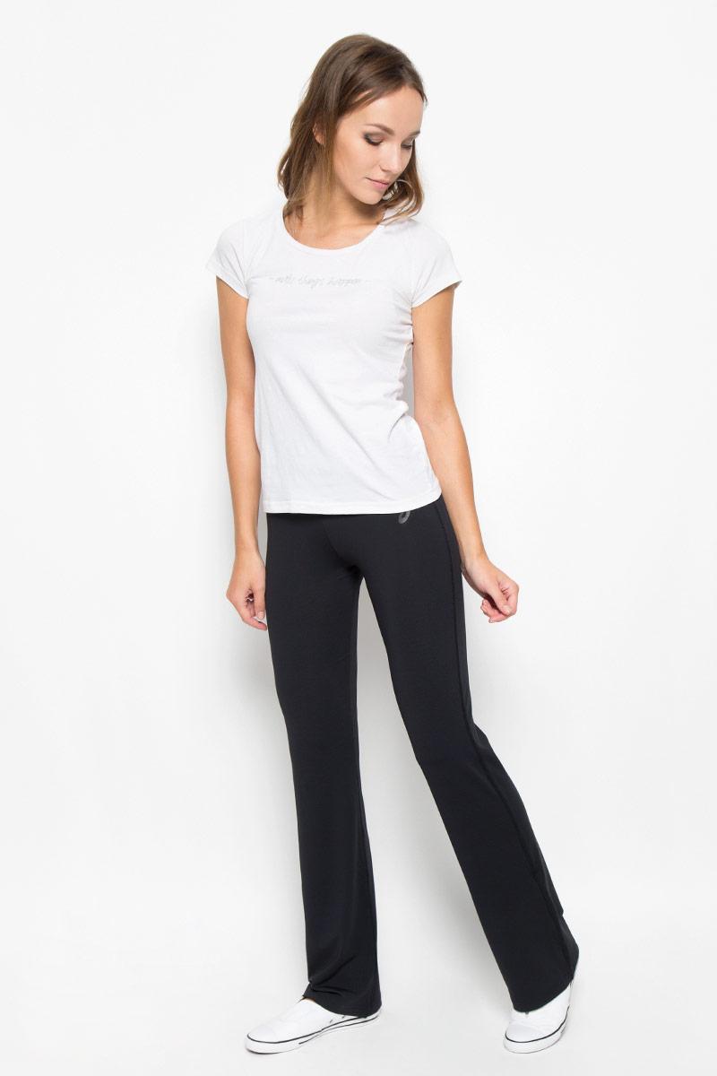 Брюки спортивные122838-0904Женские спортивные брюки Asics Jazz Pant - лучший выбор для спортсменок с серьезным режимом тренировок. Технология Motion Dry способствует выводу влаги во время занятий спортом, обеспечивая, тем самым, превосходный уровень комфорта. Модель изготовлена из полиэстера с добавлением эластана. По поясу модель дополнена широкой эластичной тесьмой. Изделие оформлено логотипом бренда. Модель идеальна для занятий фитнесом или пробежек по парку. Брюки отлично аккумулируют тепло, а благодаря стильному дизайну, прекрасно впишутся в ваш гардероб.