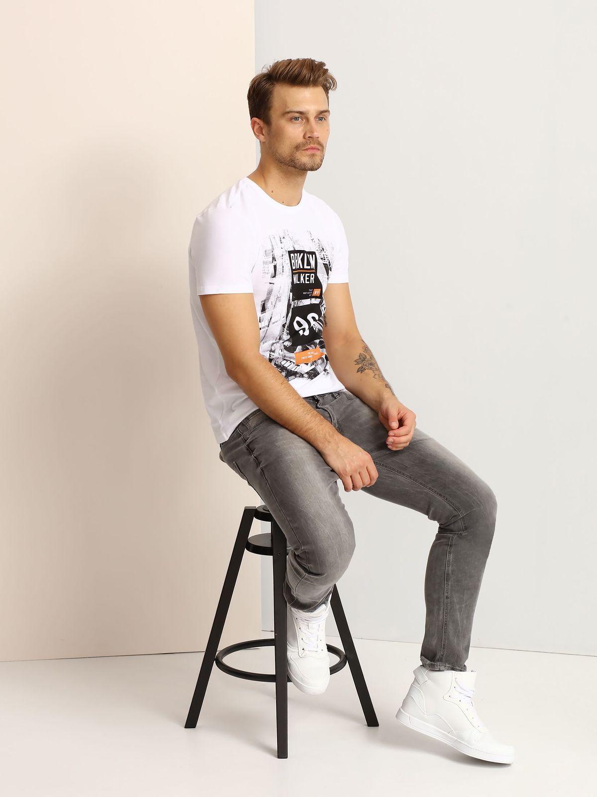 ФутболкаSPO2810BIМужская футболка, выполненная из 100% хлопка, оформлена ярким принтом с надписью. Модель со стандартным коротким рукавом и круглым вырезом горловины.