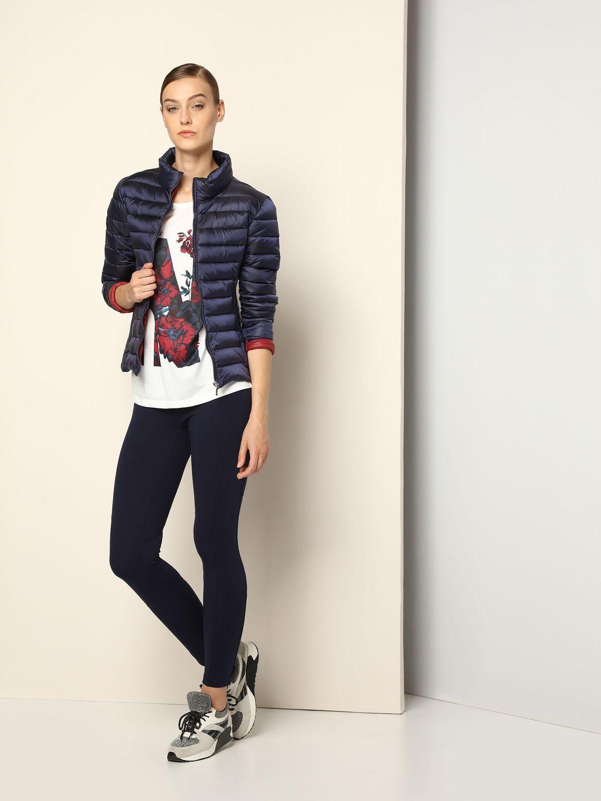 КурткаDKU0069GRСтильная женская куртка Drywash изготовлена из полиамида. В качестве утеплителя используется синтепон. Модель с воротником-стойкой застегивается на застежку-молнию. Спереди расположены два прорезных кармана на застежках-молниях.
