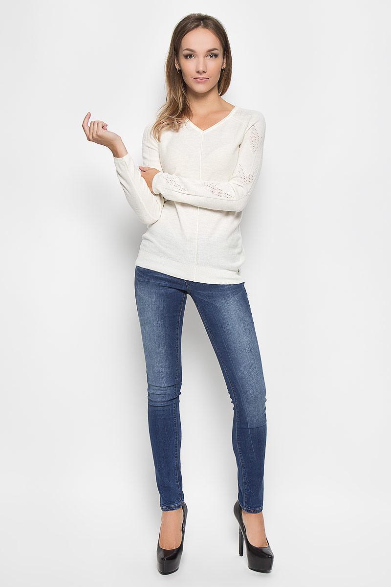 ДжинсыA16-170050_125Стильные женские джинсы Finn Flare - это джинсы высочайшего качества, которые прекрасно сидят. Они выполнены из высококачественного эластичного хлопка, что обеспечивает комфорт и удобство при носке. Модные джинсы слим стандартной посадки станут отличным дополнением к вашему современному образу. Джинсы застегиваются на пуговицу в поясе и ширинку на застежке-молнии, имеют шлевки для ремня. Джинсы имеют классический пятикарманный крой: спереди модель оформлена двумя втачными карманами и одним маленьким накладным кармашком, а сзади - двумя накладными карманами. Эти модные и в то же время комфортные джинсы послужат отличным дополнением к вашему гардеробу.