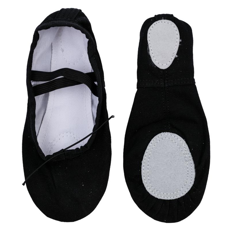 369205Удобные хлопковые чешки для занятий спортом PlayToday не спадают, не натирают и отлично сидят на ножках. На подошве есть кожаные вкладки, снижающие нагрузку на стопу. Верх на резинке, чтобы балетки не спадали и не натирали.